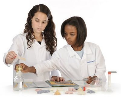 2 girls growing crystals with the Thames & Kosmos Crystal Growing set